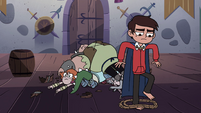 S4E18 Marco releasing himself from the ropes
