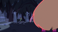 S2E27 Marco and Jackie arrive to the cemetery