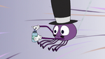 S2E22 Spider With a Top Hat with a bubble blower