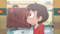 S4E26 Marco sees lookalike in bathroom stall