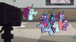 S4E19 Pony Head 'catches' the Pony Sisters
