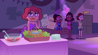 S2E27 Girls eating hot wings and standing around