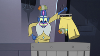 S4E10 Glossaryck holding his repairing culottes