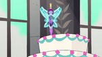 S1E12 Only Pixie Empress' statue left on cake