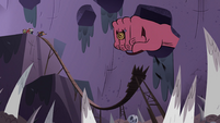 S4E22 Giant hand comes out of the gorge wall