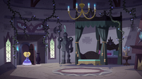 S4E24 Star looks for Eclipsa in her bedroom