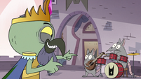 S3E7 King Ludo pointing at his rat band
