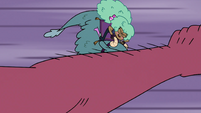 S4E22 Giant arm grazes Kelly and her dragon