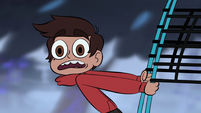 S1E11 Marco being pulled by net