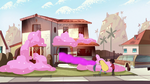 S1E13 House filled with cotton candy