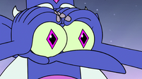 S4E17 Glossaryck using his eyes like binoculars
