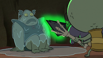 S2E20 Buff Frog looks at Ludo while covered in saliva