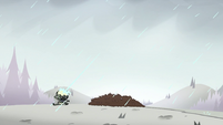 S2E2 Ludo shields himself from the rain