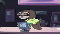 S2E18 Sloth employee swiping the gift card