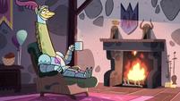 S4E18 Giraffe Knight relaxing in the lounge