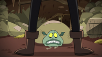 S2E20 Buff Frog looking confused at Meat Fork