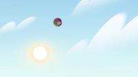 S4E27 Beach ball flies high into the air