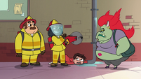 S2E16 Female firefighter taking out electric saw