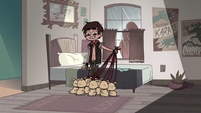 S2E31 Marco Diaz picking up laser puppies' leashes