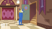 S2E25 Glossaryck gives himself bigger legs