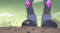 S4E33 Star Butterfly falls to the ground