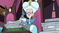 S3E29 Queen Moon puts on a pair of glasses