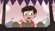 S4E1 Marco Diaz buying a carnival pie