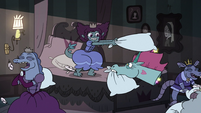 S3E33 Pony Head and princesses have a pillow fight
