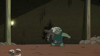 S2E20 Buff Frog picking up Meat Fork