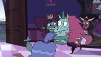 S3E33 Lizard princess hugging Pony Head