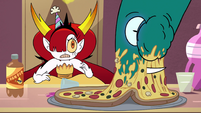 S4E35 Hekapoo watches snake arm eat pizza