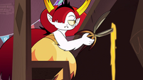 S4E35 Hekapoo secretly using dimensional scissors
