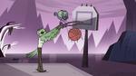 S4E14 Dennis helps Ludo do a slam dunk