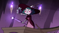 S4E23 Eclipsa presenting a gift to Globgor