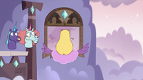 S3E35 Star Butterfly flying toward Pony Head's room