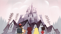 S1E9 First-level Mewni castle
