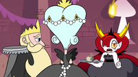 S3E9 Hekapoo pointing at Star Butterfly off-screen