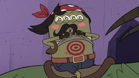 S4E22 Quirky with bull's-eye on his stomach