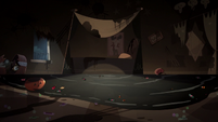 S2E21 Pool of saliva flowing from under Star Butterfly's bed