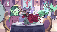 S2E41 Waiter delivers lobsters to Pony Head's table