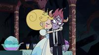 S3E24 Star Butterfly kissing Tom's cheek