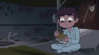 S4E1 Marco Diaz unwrapping his pie