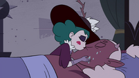 S4E35 Eclipsa Butterfly kisses Globgor on the lips