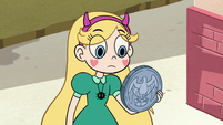 S2E29 Star Butterfly holding Jeremy's large coin