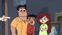 S3E32 Star pointing at Marco's deformed face