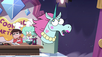 S4E9 Pony Head telling a story to audience