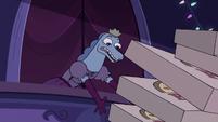 S3E33 Lizard princess dropping pizza boxes
