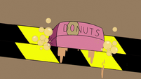 S2E14 Donut box inflates inside the trash compactor