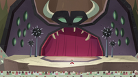 S4E24 Wide view of Eclipsa on the stage