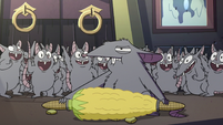 S2E41 Mewni rat about to eat more corn